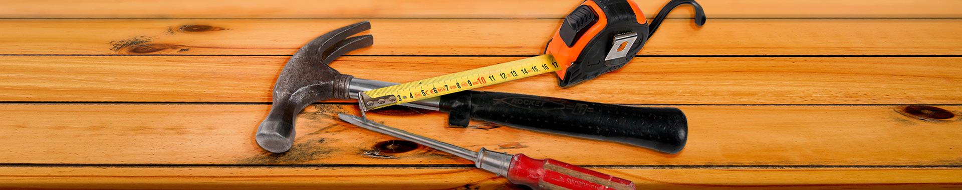 Työkalut pöydällä